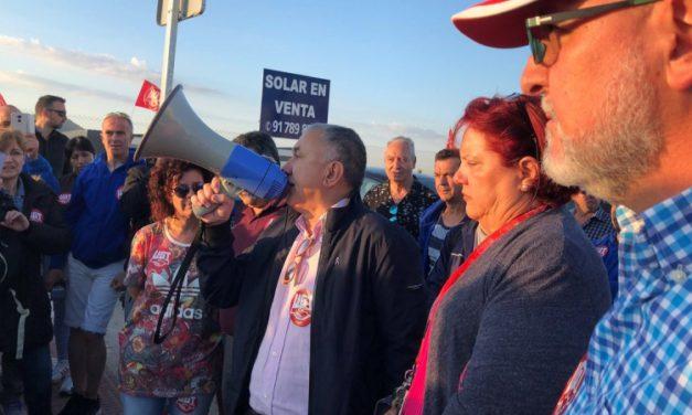 Los secretarios generales de UGT y UGT-Madrid, con los trabajadores y trabajadoras de H&M en huelga