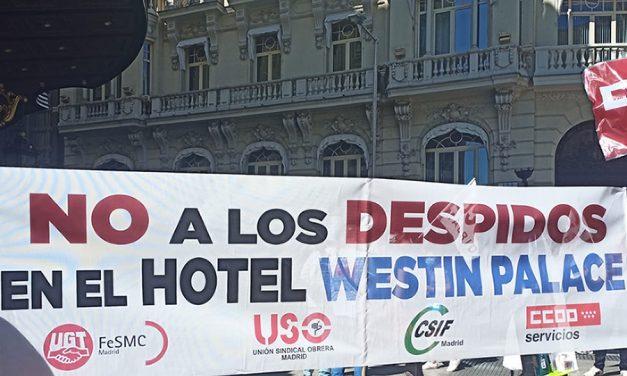 Manifestación en contra de la precariedad laboral en el Westin Palace, uno de los hoteles más prestigiosos de Madrid